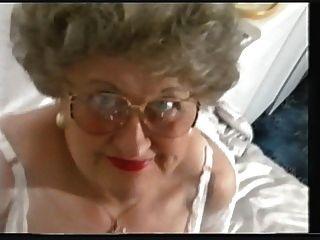 Mollig Alte Oma Streifen Und Spielt Wieder