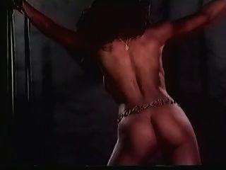 Große Titted Harem Slave Erhält Eine Extreme (in Zeitlupe) Peitschend