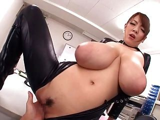 Monster Natürliche Titten Hitomi In Latex -b $ R
