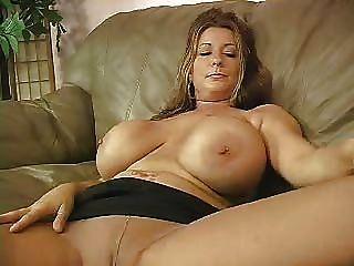 F60 Große Brüste Wilden Masturbieren