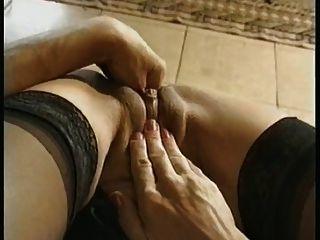 Grand Ma Verwendet Einige Verrückte Sex-spielzeug