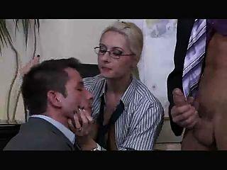 Der Chef Dame Hat Einen Bisexuell Dreier Von Troc