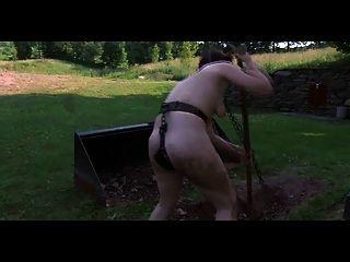 Bdsm Outdoor Erniedrigung - Dig Slave Dig