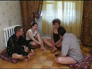 Russische Strip-poker-swinger Paare 1