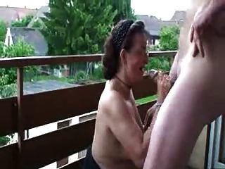 Versaute Reife Frau Doggystyled Auf Dem Balkon