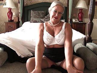 Sexy Britische Dame Spielt Mit Sich Selbst