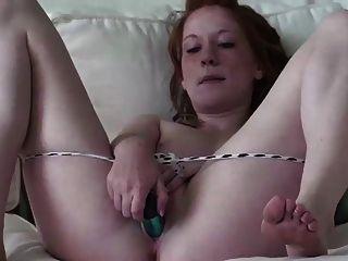 Echte Rothaarige Lucy Blasse Haut Rosa Titten 18