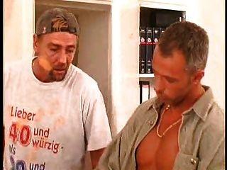 Durchbohrt Und Deutsch Schlampe Nimmt Auf Zwei Schwänze Tätowiert