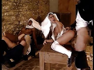 Mona Lisa - Cum über Nonnen - Szene C