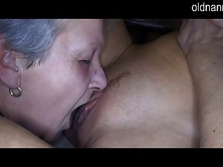 Alte Oma Und Sexy Mädchen