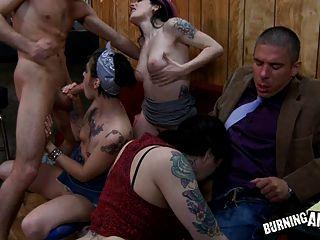 Emo Schlampe Bar Orgie