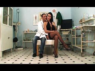 Il Medico Di Fiducia Di Mamma (2011) Film