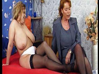 Sterben Tittenfreier Orgie Mit Kira Rot (mega Möpse) Teil 1