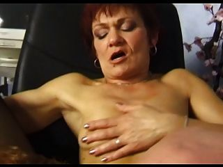 Schöne Brustwarzen Winzigen Titties Oma In Strümpfen Fickt