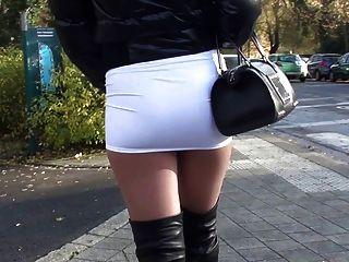 Öffentlichkeit Sexy Minirock & Overknee-stiefel Gianmarco Lorenzi