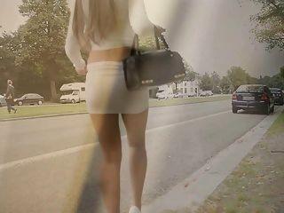 Beste Nutte Auf Dem Planeten: Exhibionist Microskirt & Nackten Bauch!