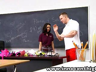Heiße Milf-Lehrerin Im Klassenzimmer Gefickt