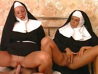 Diese Beiden Nonnen Mögen Diesen Harten Schwanz