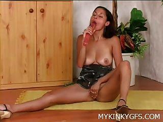 Hot Babe Mit Dildo Zu Hause