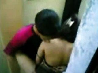 Indonesisch Zofe Fick Mit Pakistanisch Kerl In Hong Kong öffentliche Toilette