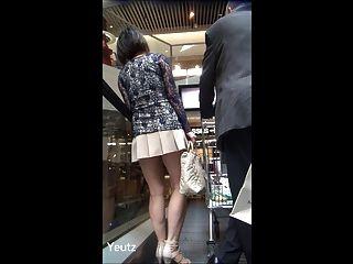 Asiatinnen Milf Mit Einem Sehr Kurzen Rock + Upskirt - Kein Höschen