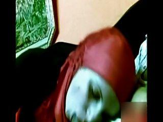 Arabisches Mädchen Mit Roten Hijab Dick Saugen