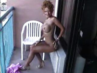 Sexy Reife Nackt Auf Dem Balkon !!
