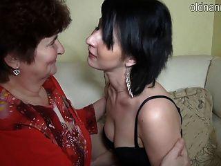 Oma Und Junge Mädchen