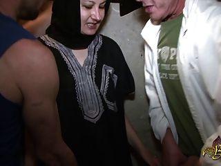 Naima Achour Defoncee Par Deux Mecs Pour Le Beurette Tour