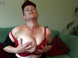 Behaarte Vollbusigen Hausfrau Nass