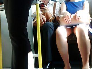 Upskirt Blitz In Bus (ehrfürchtige Frau)