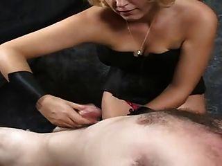 Masturbation Therapie - Penis Melken Spezialist Bei Der Arbeit
