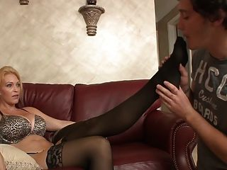 Strafe Von Mutter (domina, Schuh-sniffing, Füße Lecken)