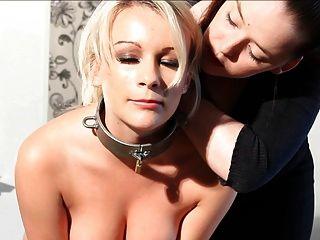 Blonde Sklavin Trainiert