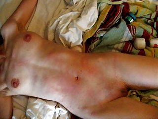Schlampe Mit Perfekten Körper Ist Pussy Gepeitscht, Bis Sie Schreit