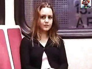 Im Zug Einen Runterholen Aberdame.com Porno-Video