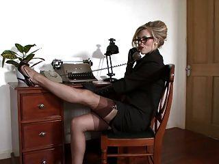Michelle Feucht - Das Gefühl Ausgehungert Im Büro.