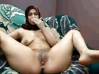Hijab Arabisches Mädchen Spielt Cums Lactat Auf Cam