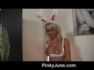 Pinky Juni Gekleidet Wie Ein Playboy-bunny Zeigt Es Alle