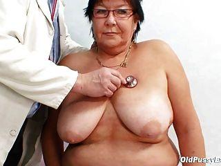 Vollbusige ältere Frau Gyn Klinik Prüfung