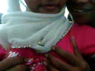 Malaiisch Hijab Mädchen In Aktion
