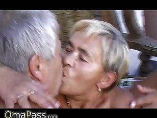 Zwei Grandpas Bbw Oma In Ihre Haarige Muschi Und Mund Ficken