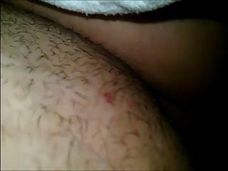 Sie Mastubiert Unter Der Decke! Deutsch Vibrator Orgasmus