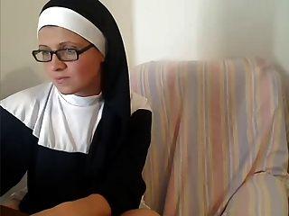 Ungezogen Katholic Nonne Auf Adult Webcam Chat