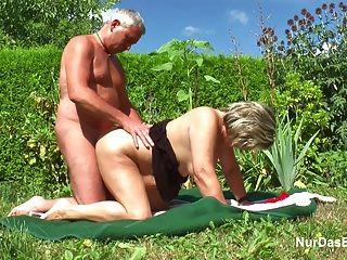 Deutsch Opa Und Oma Ficken Hart Im Garten
