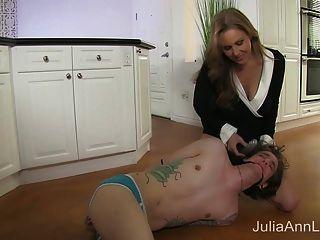 Stepmom Julia Ann Fickt Stiefsohn In Arsch!