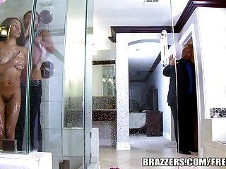 Brazzers - Anya Efeu Wird In Der Dusche Gefickt