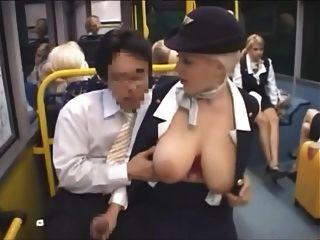 Tastend Große Titten In Einem Bus