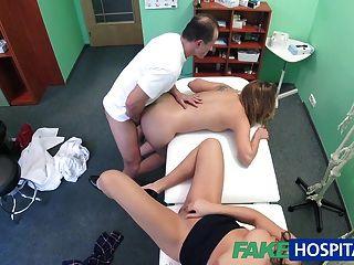 Fakehospital Arzt Ist Für Einen Sexy Dreier Bis