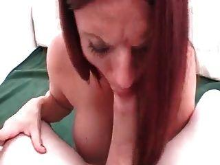 Hot Sexy Redheaded Babe Rauchen Sex